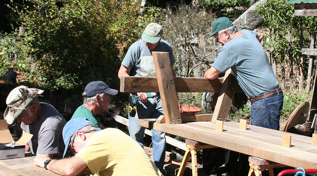 Picnic-Table-Building